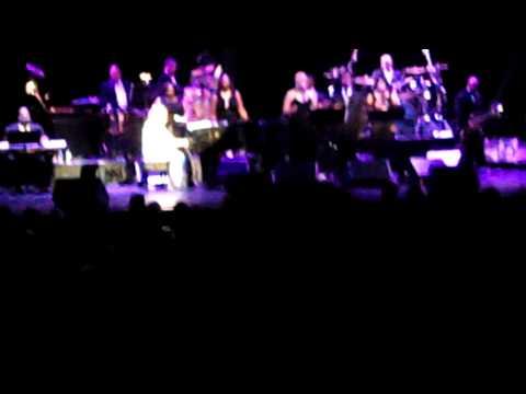 Aretha Franklin Tribute to Whitney Houston and Nick Ashford
