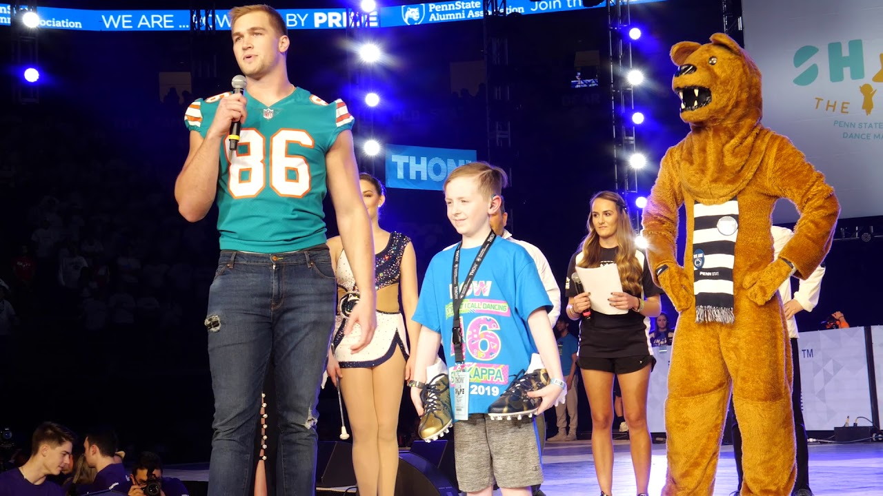 reputable site 601ee 97d6f Mike Gesicki surprises his biggest fan at Thon