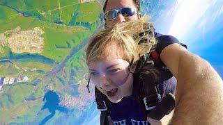 TERRIFYING SKYDIVING TRIP! -  // SoCassie