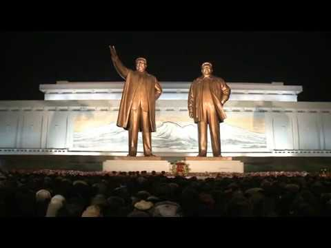 Statues of Kim Il Sung and Kim Jong Il on Mansu Hill