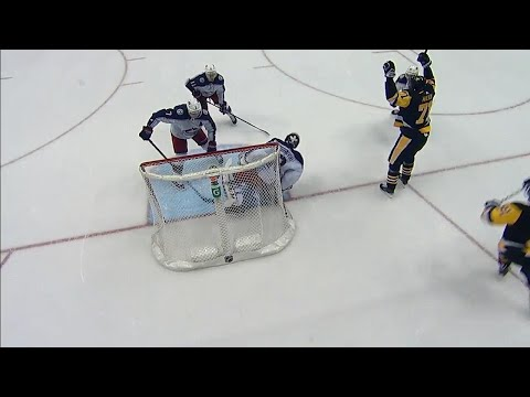 Malkin bats the puck out of mid-air to give Penguins the lead