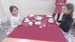 Princess-a-erika и её подруга Мария записались на уроки хороших манер.