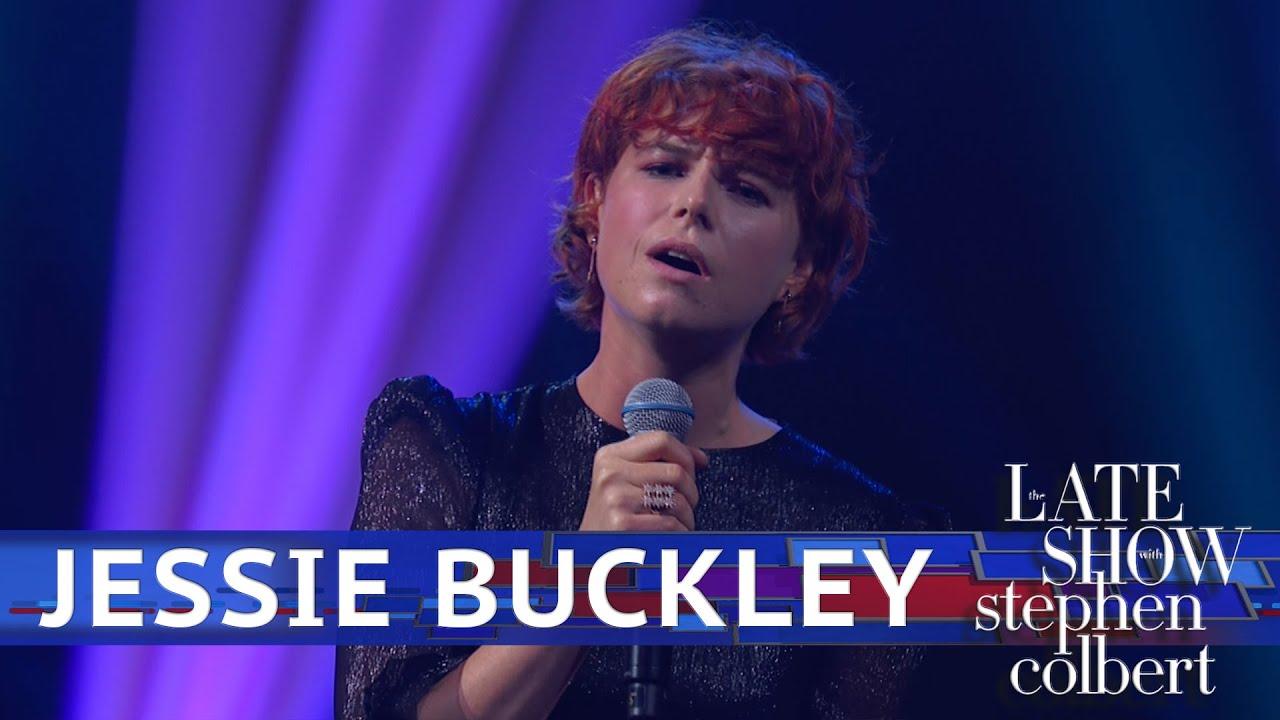 Jessie Buckley Performs 'Glasgow'