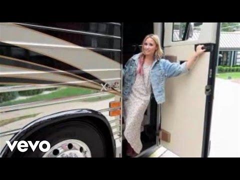Demi Lovato - Demi Lovato celeb mentor: ACUVUE® 1-DAY Contest Thumbnail image