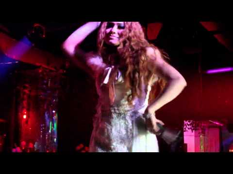 Jenny Fang Sakitnya tuh disni perfom At Apollo club
