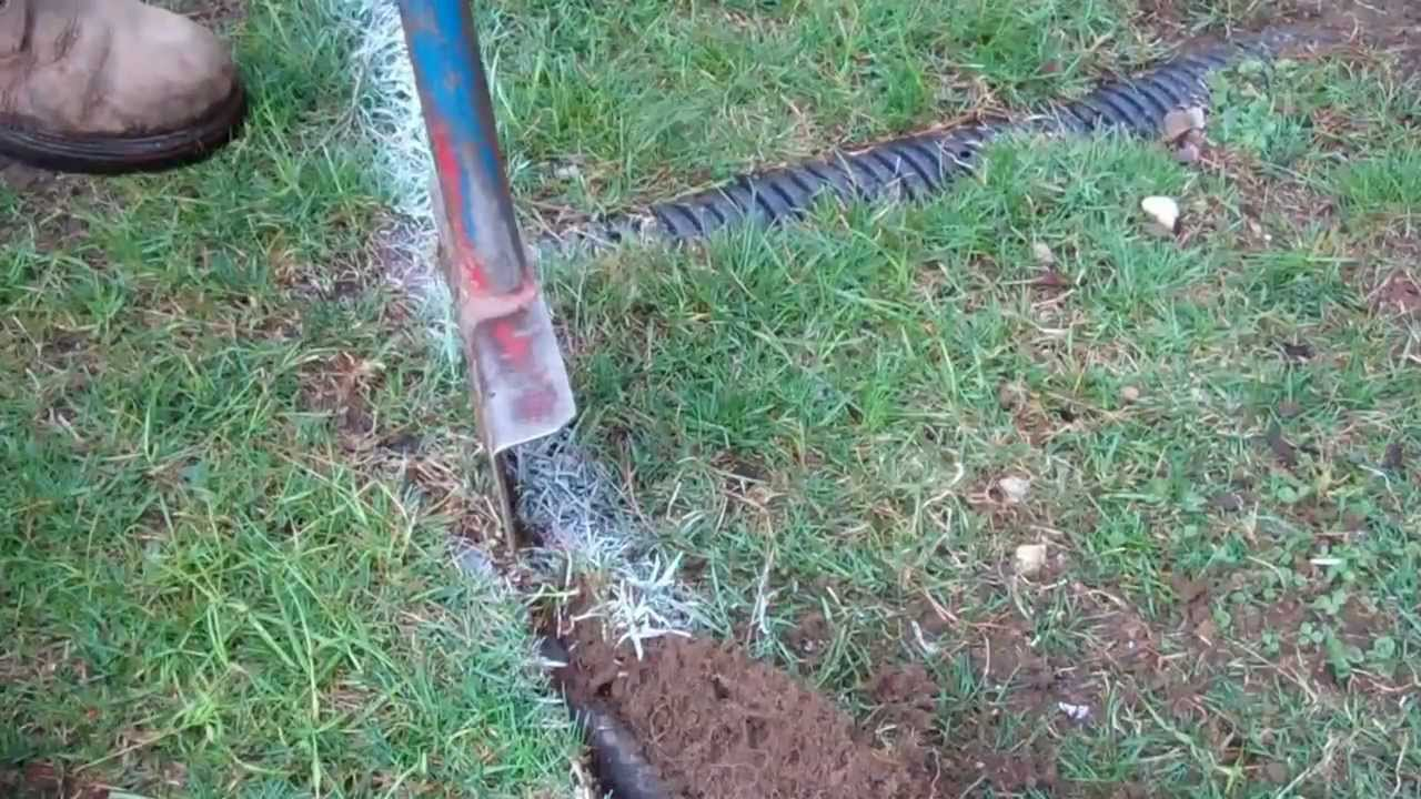 How To Edge Your Lawn Youtube