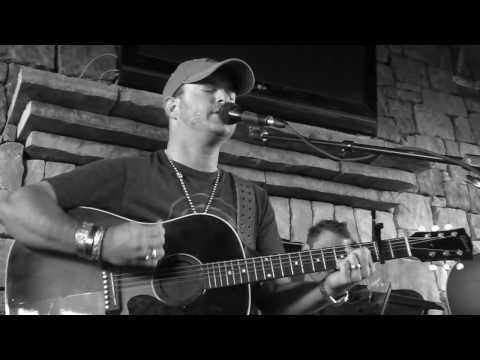 Wade Bowen - Who I am (Acoustic) | TXRDR