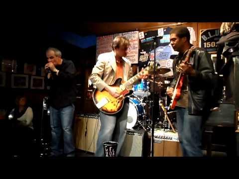 Chicago B.L.U.E.S. Bar