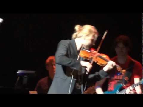 David Garrett breaks a string while playing