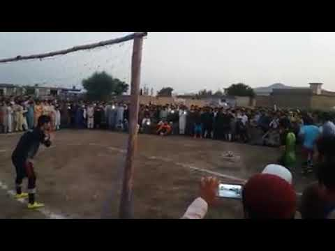 Pakistani Pathan most funny foot ball player. Funny clip