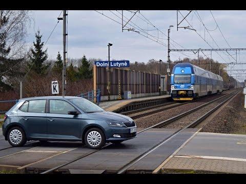 Vlaky na nefunkčním přejezdu u Dolní Lutyně, 19.03.2016