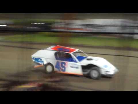 Modified Round 1 Heat 5 @ Marshalltown Speedway 09/16/16
