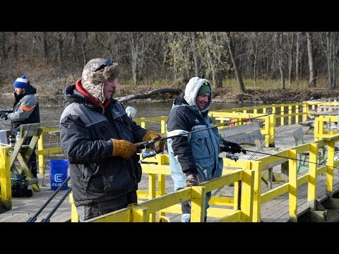 Gun Hunting Injuries Part 3/3 , Mississippi River Barge Fishing - Larry Smith Outdoors TV