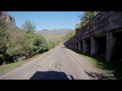 Армения. Едем через поселок Туманян. Очень красивый пейзаж.