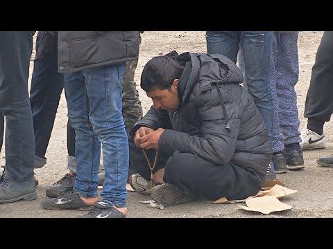 Мигранты падают духом из-за того, что границы не открывают (новости)
