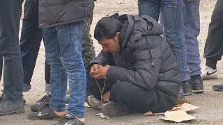 Мигранты падают духом из-за того, что границы не открывают (новости)(, 2017-03-17T08:59:01.000Z)
