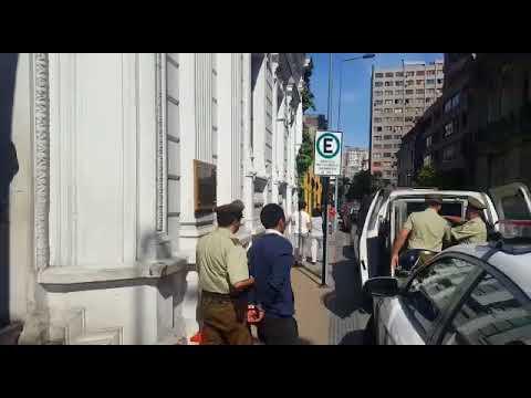 Investigan robo en tienda de mall en Santiago: delincuentes estaban dentro del local cuando cerró