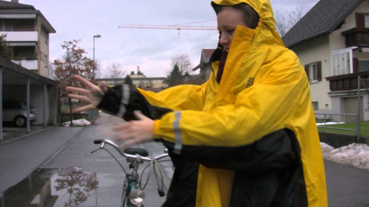 All Tag ufm Rad mit dem Regenponcho | Energieinstitut Vorarlberg
