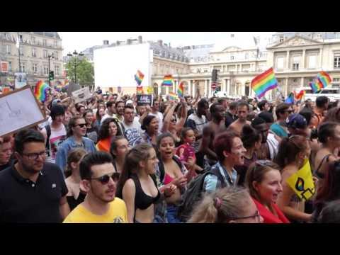 Marche des Fiertés - Gay Pride - Paris 2017 - Rue de Rivoli - HD