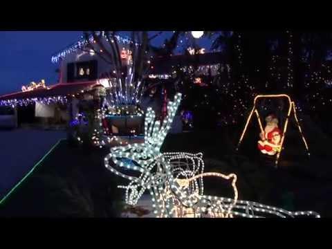 Maisons illumin es 2018 youtube - Maison decoree pour noel ...