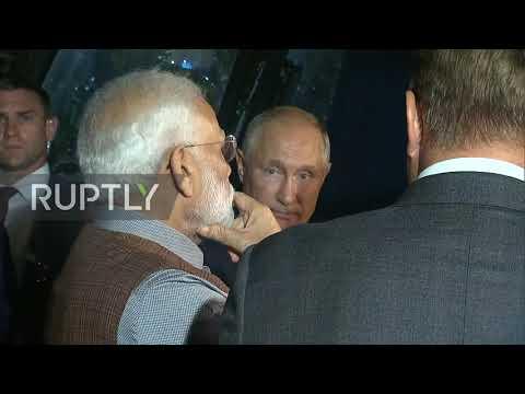 Russia: Putin presents