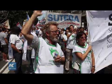 Thousands of teachers strike on the first day of school in Argentine