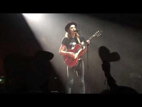 James Bay - Scars (AMAZED BY FANS & STOPS THE SONG - Montreal, QC - September 14, 2016)