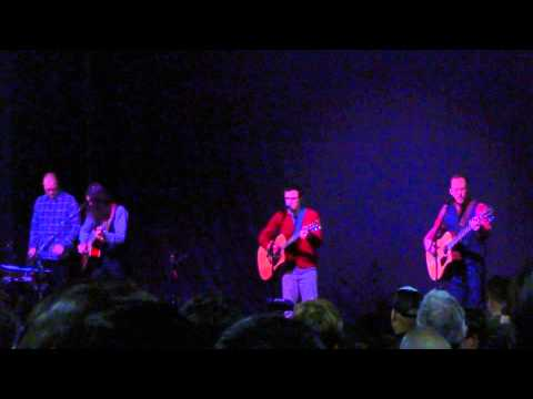 Weezer - December (acoustic and live) [Santa Ana 12-17-14]