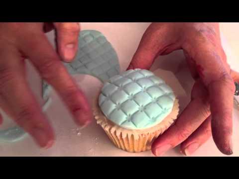 xanthe-milton-teaches-lattice-effect-on-fondant-icing