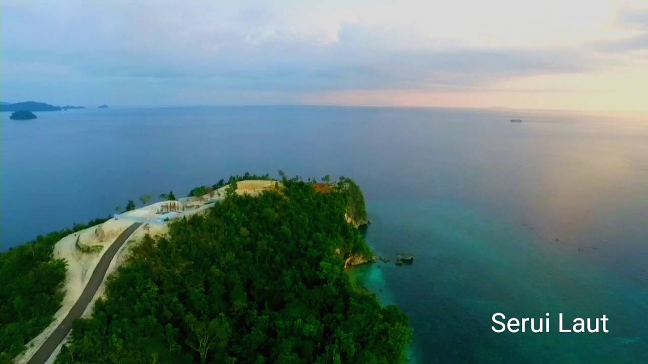 Video drone pariwisata serui, kepulauan Yapen, Papua - YouTube