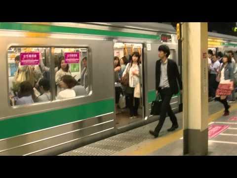 埼京線池袋駅で女性専用車両に乗車する男性客を追い出すために叫び狂う警備員 Ver002