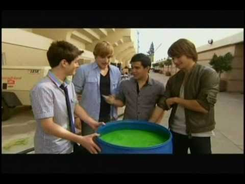 (HQ) The Boys of Big Time Rush play with Slime at the 2010 kcas - James eats it