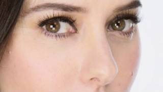 Lisa Eldridge - How To Apply False Lashes Tutorial