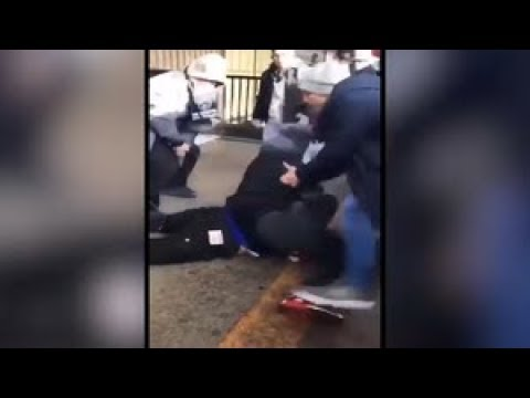 Resultado de imagen para Man fatally shot at Queens subway station after dispute