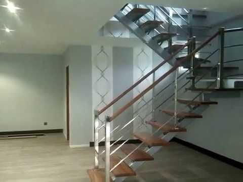 Escalera de acero inoxidable pasos y contrapasos de madera for Escalera de madera 5 pasos