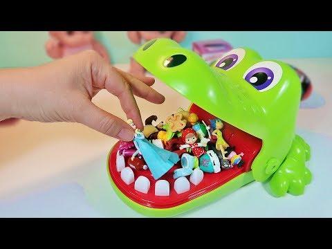 Челендж Игра Крокодил/Играют в игру/Открываем Сюрпризы куча игрушек Маша и Медведь/Зырики ТВ