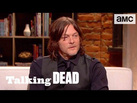 'What's Daryl's Biggest Moral Struggle?' Fan Questions Ep. 909 | Talking Dead