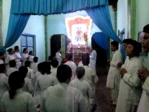 Tụng Kinh Cứu Khổ Tại Khách Đình Tòa Thánh ( Lễ Trung Ngươn 2011 )