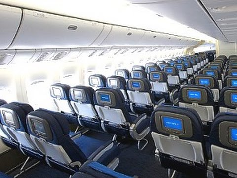 Inside united boeing 767 400 flight amsterdam houston for Delta main cabin vs delta comfort