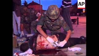 KOSOVO: PRIZREN: WOUNDED SERB TREATED BY MEDICS