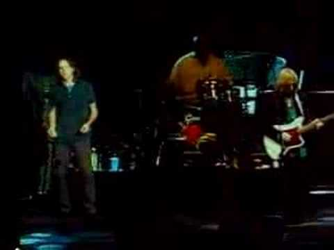Tom Petty feat. Eddie Vedder - The Waiting (Live 7-30-06)