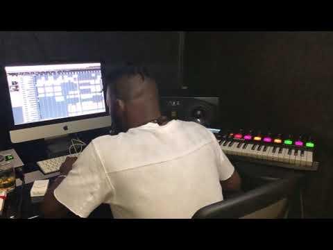 Séance dans mon home studio sur le Remix du Kaïkilada