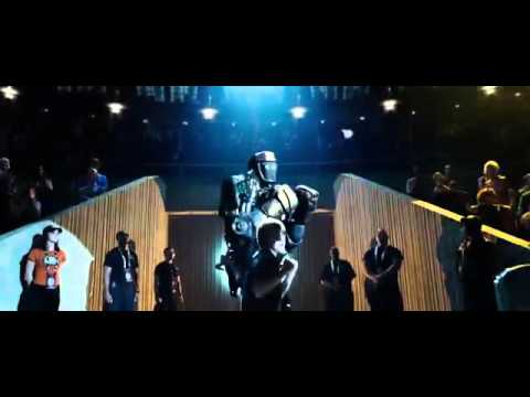 Dakota Goyo as Max dancing with Atom in Real Steel
