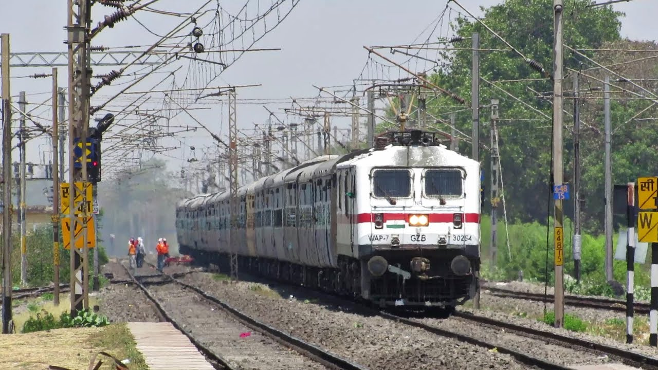 Diverted ....NORTH-EAST Express & SEEMANCHAL in Grand Chord !!