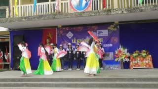 Học sinh THCS Liêm Sơn (Thanh Liêm, Hà Nam) múa hát