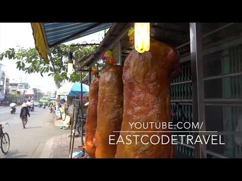 heo quay crispy roast pork  Saigon street foodVietnam