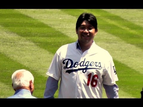 Hideo Nomo Throws First Pitch at Dodger Stadium 2013-8-10 - 1080p HD