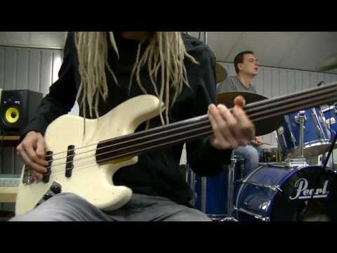 Fretless Funk Bass & Drum Grooves