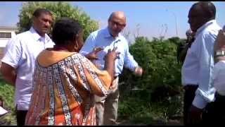 Minister Trevor Manuel visits Siyazama Community Gardens in Khayelitsha