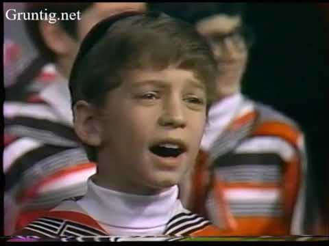 "Vintage Footage London School of Jewish Song ""Shir"" 1977"